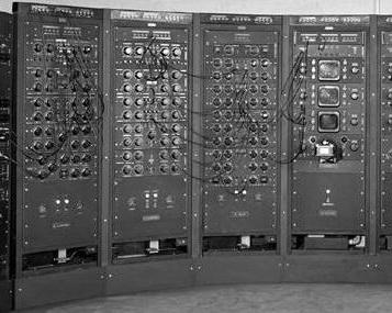 аналоговый компьютер 1949 года