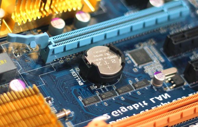 CMOS-аккумулятор