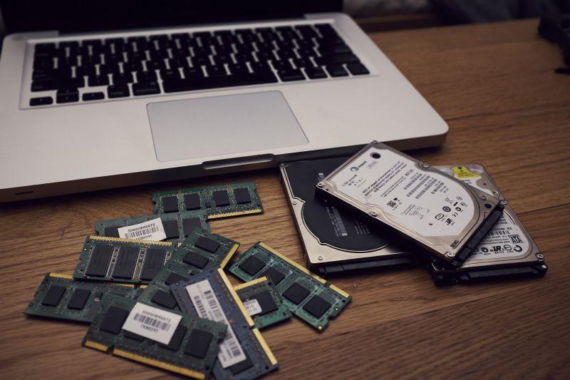 HDD, платы ОЗУ, флеш-память