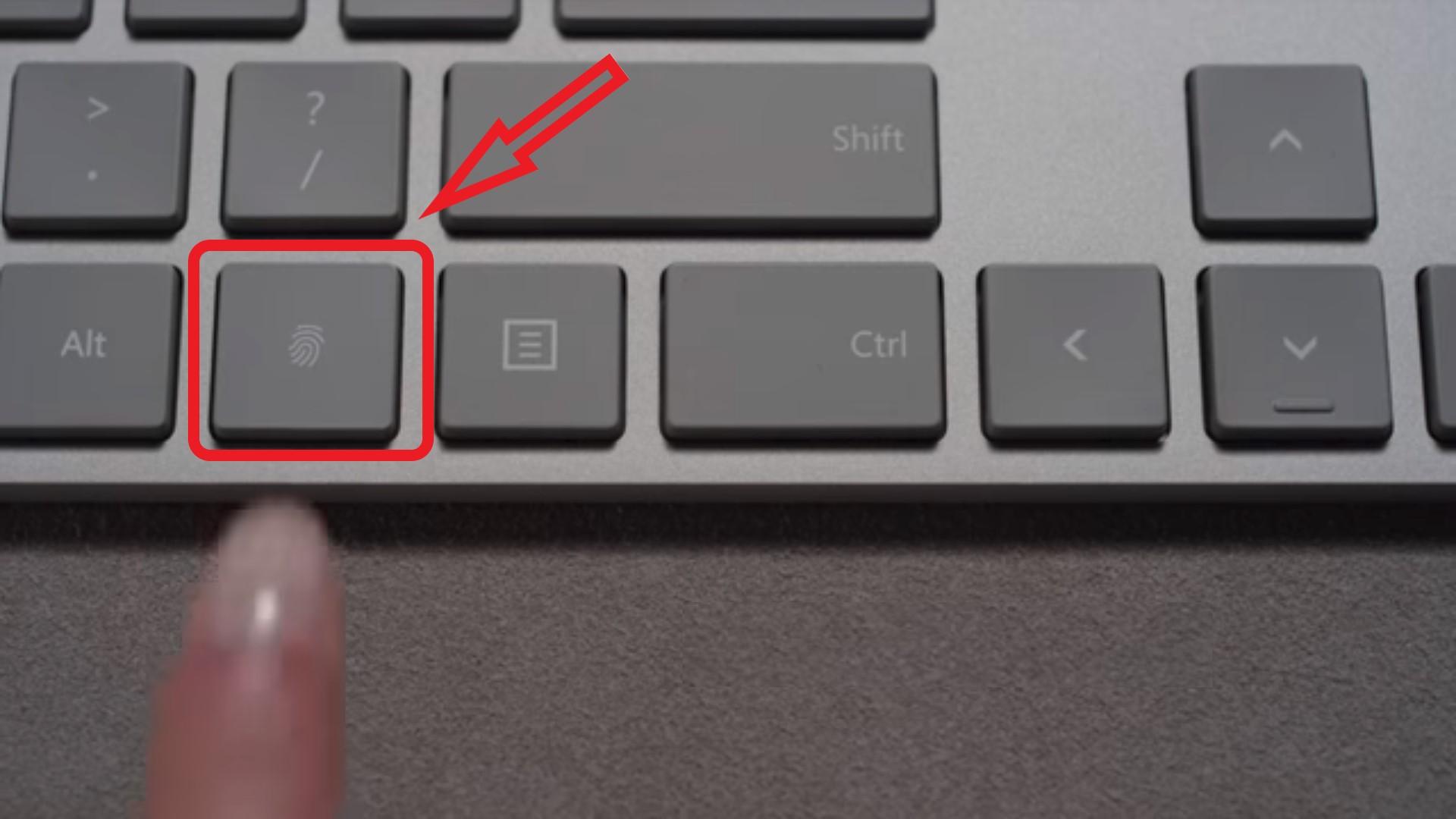 биометрический сканер в сочетании с клавиатурой